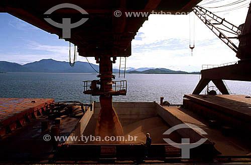 Carregamento de grãos de soja para exportação no porto de Santos - SP - Brasil  - Santos - São Paulo - Brasil