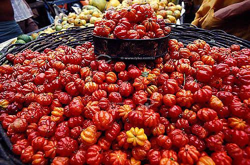 (Eugenia uniflora) Fruta - Cesto de pitanga