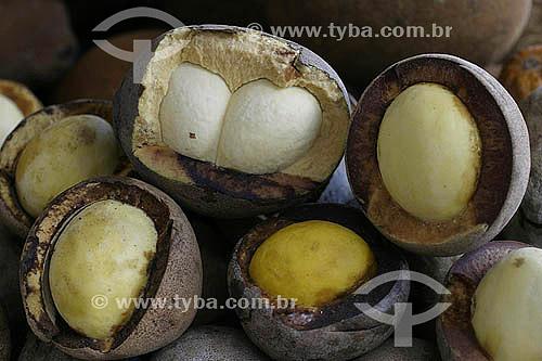 (Theobroma grandiflorum) Fruta - Cupuaçu, fruta típica do norte do Brasil -  Mercado Ver-o-peso - Belém - Pará - Brasil - 2004  - Belém - Pará - Brasil