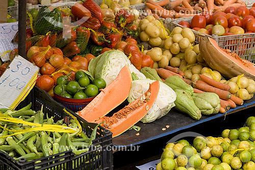 Legumes na Feira de Stete Portas - Salvador - BA - Brasil / Data: 2006