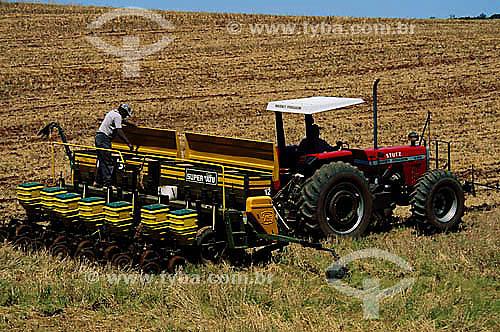 Colheita mecanizada em plantação de milho - Guarapuava - PR - Brasil / Data: 2008