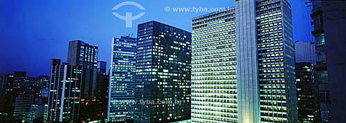 Arquitetura moderna - Edifícios iluminados - Centro-  Rio de Janeiro - RJ - Brasil / Data: 2006