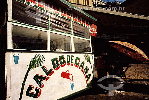 Detalhe de barraca de caldo de cana, grafia popular, letras coloridas, Salvador - Bahia -1973  - Salvador - Bahia - Brasil