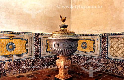A pia batismal da igreja de Nossa Senhora do Carmo - São Luís - MA - Brasil  A cidade é Patrimônio Mundial pela UNESCO desde 04-12-1997 e o  conjunto arquitetônico e paisagístico da cidade é Patrimônio Histórico Nacional desde 13-03-1974.  - São Luís - Maranhão - Brasil