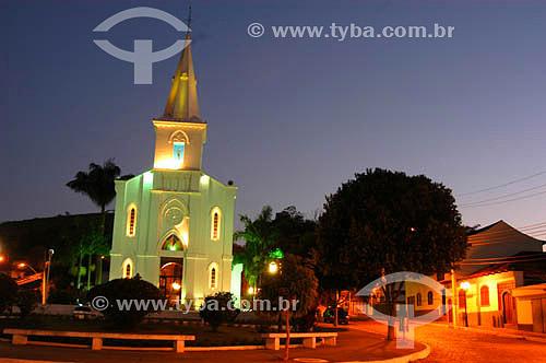 Igreja Matriz de Santa Tereza DAvila à noite (aonde Santos Dumont foi batizado) - Obs: foto digital  - Rio das Flores - Rio de Janeiro - Brasil
