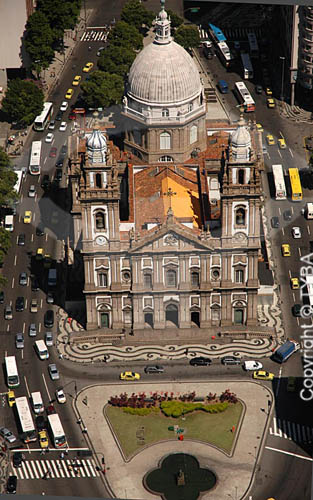 Vista aérea da Igreja Nossa Senhora da Candelária , com a Praça Pio X - Centro do Rio de Janeiro - RJ - Brasil  A Iigreja é Patrimônio Histórico Nacional desde 14-04-1938. obs.: foto digital  - Rio de Janeiro - Rio de Janeiro - Brasil