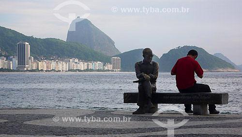 Estátua de Carlos Drummond de Andrade (Autoria: Lao Santana - 2002) baseada em foto de Rogério Reis - Copacabana - Rio de Janeiro - RJ - Dezembro de 2007  - Rio de Janeiro - Rio de Janeiro - Brasil