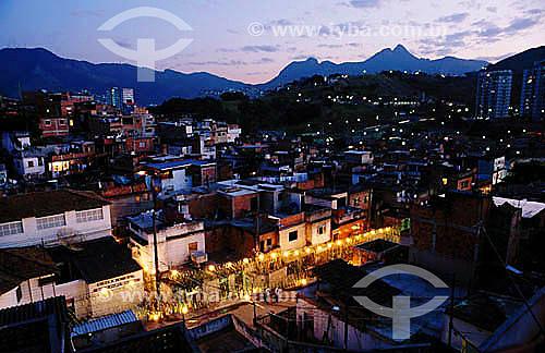 Morro da Mangueira à noite - Rio de Janeiro - RJ - Brasil  - Rio de Janeiro - Rio de Janeiro - Brasil