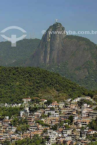 Favela Chapéu Mangueira com morro do Cristo Redentor ao fundo - Rio de Janeiro - RJ - Brasil  - Rio de Janeiro - Rio de Janeiro - Brasil