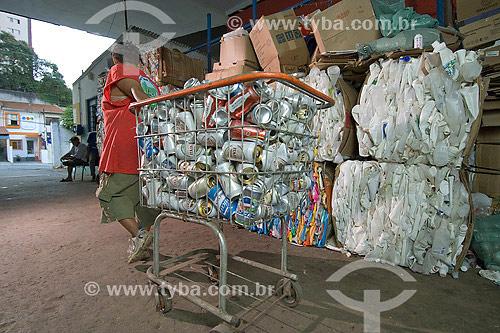Assunto: Catador de latas - Reciclagem do Alumínio no Brasil  / Local: São Paulo / Data: 2007