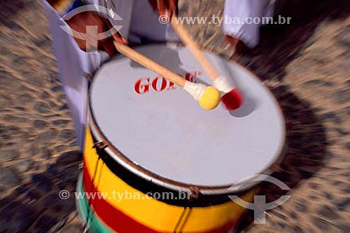 Instrumento de percussão - Detalhe de mãos tocando surdo - Olodum - Salvador - BA - Brasil  - Salvador - Bahia - Brasil