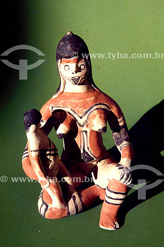 Artesanato: cerâmica Carajá - Figura de mãe com filho