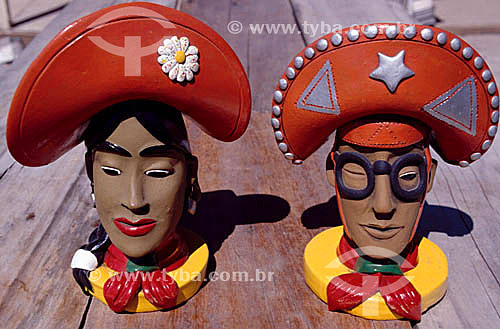 Artesanato em barro - Maria Bonita e Lampião - Porto Seguro - BA - Brasil  - Porto Seguro - Bahia - Brasil