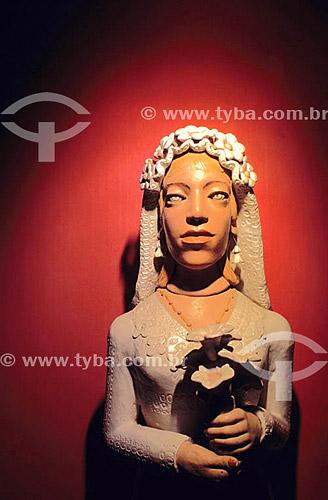 Artesanato: cerâmica - Figura de uma noiva - autor: Amaro Rodrigues - Museu do Pontal - Recreio dos Bandeirantes - Rio de Janeiro - RJ - Brasil  - Rio de Janeiro - Rio de Janeiro - Brasil