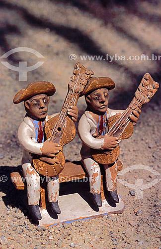Artesanato: cerâmica - Figura de músicos -  autor: Amaro Rodrigues - Museu do Pontal - Recreio dos Bandeirantes - Rio de Janeiro - RJ - Brasil  - Rio de Janeiro - Rio de Janeiro - Brasil