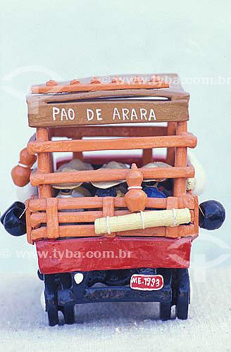 Artesanato em Barro - Caminhão Pau de Arara  - Manuel Eudócio - Olinda - Pernambuco - Brazil  - Olinda - Pernambuco - Brasil