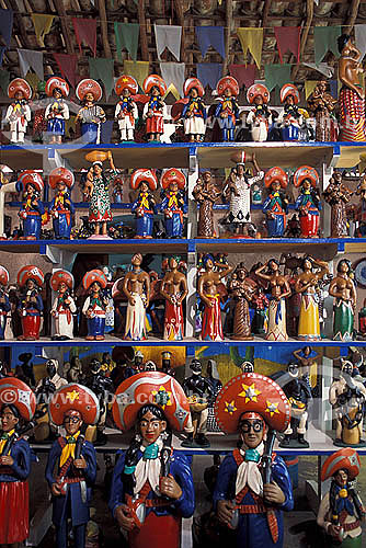 Artesanato em Barro - Cangaceiros e outras figuras tipicas - Alto do Moura - Caruaru - Pernambuco - Brasil  - Caruaru - Pernambuco - Brasil