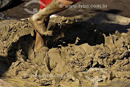 Produção de panela de Barro - Vitória - ES - Brasil - Jun/2007  - Vitória - Espírito Santo - Brasil
