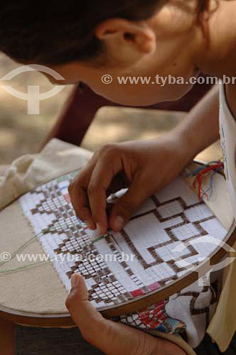 Mulher fazendo bordado - Rio São Francisco  - Pão de Açúcar - Alagoas - Brasil