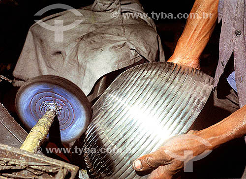 Artesanato - Fabricação de utensílio doméstico em estanho - São João del Rei - Minas Gerais - Brasil  - São João del Rei - Minas Gerais - Brasil