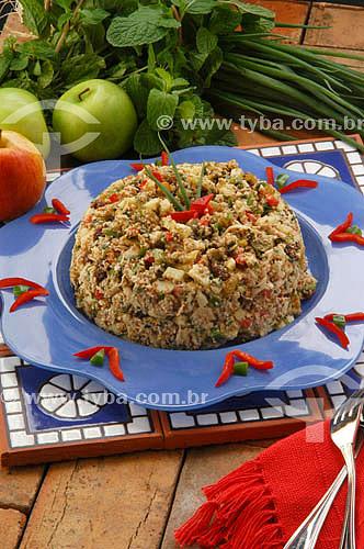 Culinária internacional - salada marroquina com maçãs ao lado  - Brasil