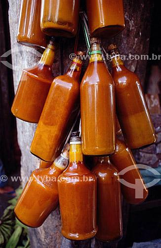 Garrafas de azeite de dendê - Mercado São Joaquim  - Salvador - Bahia - Brasil