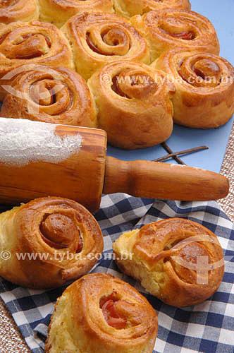 Culinária - pão de milho com mortadela
