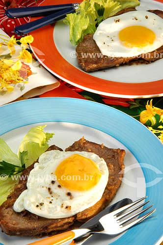 Culinária - bife à cavalo (bife com ovo)