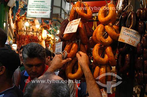 Embutidos no Mercado Municipal de São Paulo - SP - Brasil - 25-01-2004.  - São Paulo - São Paulo - Brasil
