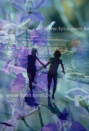 Efeito visual - silhueta de casal correndo de mãos dadas na praia