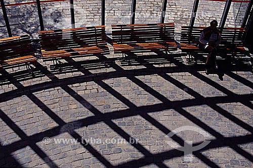 Efeito visual, grafismo: homem sentado em banco com sombras da grade no Memorial de Curitiba - PR - Brasil  - Curitiba - Paraná - Brasil