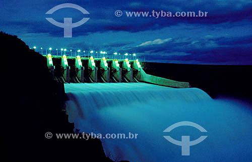 Industrial - Vazão de água da hidroelétrica Santo Santiago - PR - Brasil  - Paraná - Brasil
