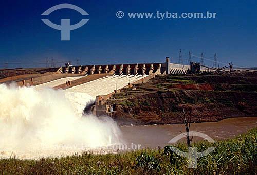 Industrial - Vazão de água - Hidroelétrica de Itaipú - PR - Brasil  - Paraná - Brasil