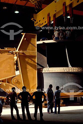 Industrial - Homens trabalhando na Hidroelétrica de Itaipú - PR - Brasil  - Paraná - Brasil