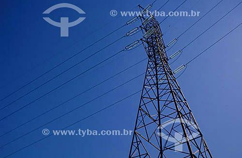 Linha de transmissão de energia elétrica - torre de transmissão - cabos de alta tensão - Brasil