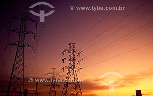 Linhas de transmissão de energia elétrica - torres de transmissão - cabos de alta tensão - Brasil