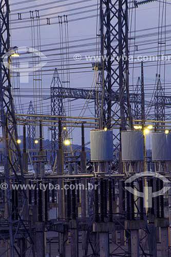 Linhas de transmissão de energia elétrica - torres de transmissão - cabos de alta tensão - Itaipu - Paraná - Brasil - 2004  - Paraná - Brasil