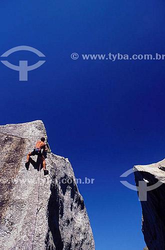 Leandro G. de Moura (realesed # 35) fazendo alpinismo em Itacoatiara - Niterói  - RJ - Brasil  - Niterói - Rio de Janeiro - Brasil