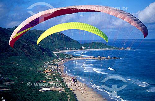 Dois Parapentes sobre Praia Mole e Galheta ao fundo - Florianópolis - SC - Brasil  - Florianópolis - Santa Catarina - Brasil