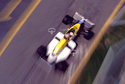 Automobilismo - carro de Fórmula 1 em teste de pneus em fevereiro/1986