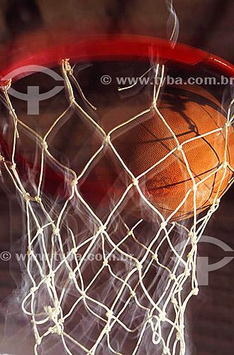 Esporte - Basquete - bola na cesta