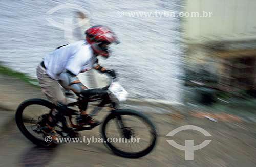 Competição de Downhill urbano - Mountain bike - Monte Serrat - Florianópolis - Santa Catarina - Brasil - Março de 2006  - Florianópolis - Santa Catarina - Brasil