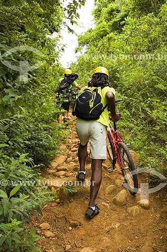 Pessoas praticando Mountain Bike em Florianópolis - SC - Brasil  - Florianópolis - Santa Catarina - Brasil