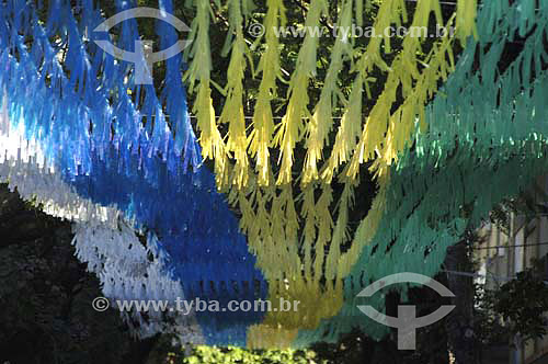 Bandeiras na rua Alzira Brandão (Alzirão) durante os jogos da copa do mundo - Tijuca - Rio de Janeiro - RJ - Brasil - Junho 2006  - Rio de Janeiro - Rio de Janeiro - Brasil
