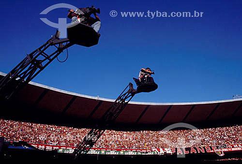 Grua de tv no Estádio do Maracanã - partida de futebol - Rio de Janeiro - RJ - Brasil  O estádio é Patrimônio Histórico Nacional desde 26-12-2000.  - Rio de Janeiro - Rio de Janeiro - Brasil
