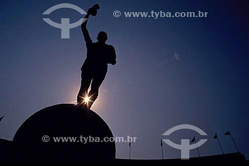 Estátua do Belini - entrada do Estádio do Maracanã - Maracanã - Rio de Janeiro - RJ - Brasil  O estádio é Patrimônio Histórico Nacional desde 26-12-2000.  - Rio de Janeiro - Rio de Janeiro - Brasil