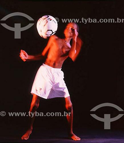 Menino  jogando bola  Diogo Catarino da Silva (released #19)