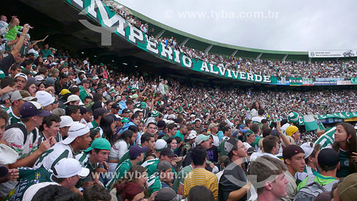 Torcida do Coritiba Futebol Clube no Estádio Couto Pereira - Curitiba - Paraná - Data: Jan. 2008