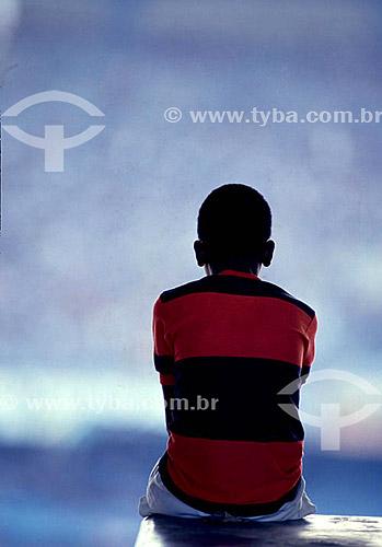 Jogo de futebol - torcedor com a camisa do Flamengo sentado olhando o jogo - Rio de Janeiro - RJ - Brasil  - Rio de Janeiro - Rio de Janeiro - Brasil