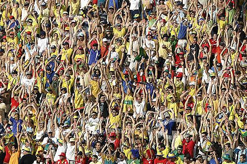 Torcida no estádio Beira Rio durante o jogo pelas eliminatórias da Copa do Mundo 2006 - Brasil x Paraguai - Porto Alegre - Brasil  05/06/2005  - Porto Alegre - Rio Grande do Sul - Brasil